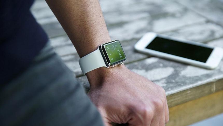 Apple Watch измеряет ритм сердцебиения
