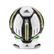 Фото умного футбольного мяча Adidas miCoach Smart Ball